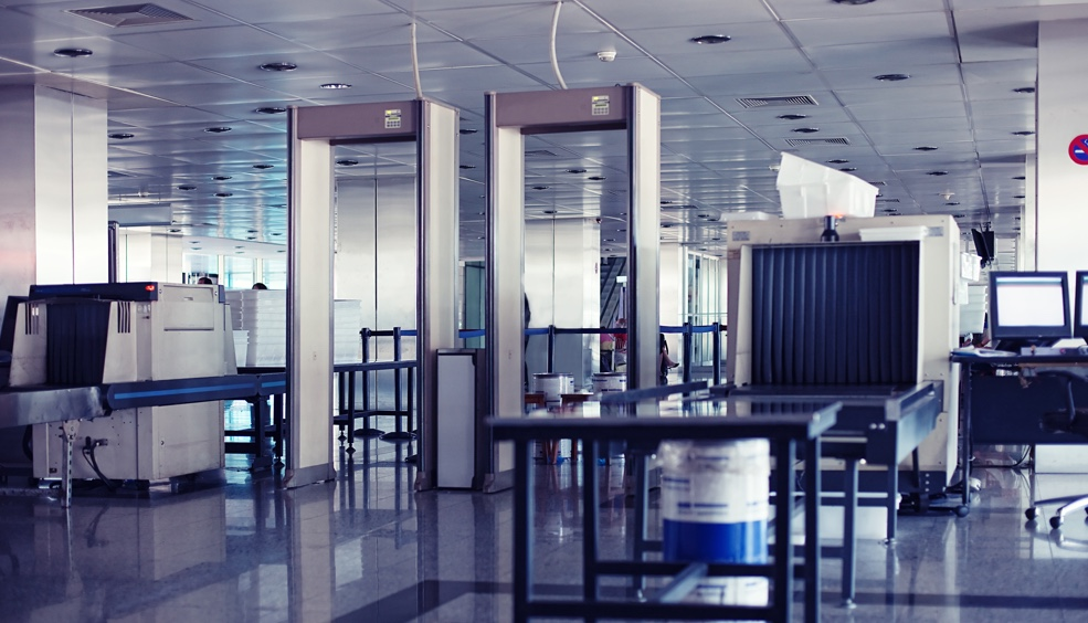 TUViC- túnel desinfección UVC para bandejas y maletas de aeropuertos